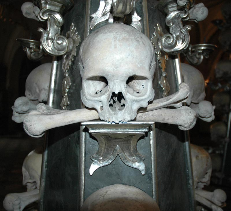 kunta-hora-a-momento-made-of-skull-and-bones.jpg